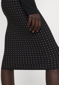 Pinko - EXTRADRY GONNA MANO CALDA - Pencil skirt - black - 5