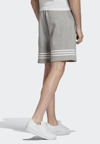 adidas Originals - OUTLINE SHORTS - Shorts - grey - 1