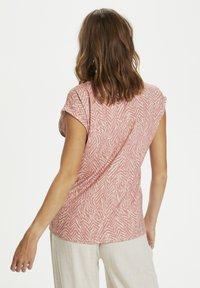 Saint Tropez - Print T-shirt - terra cotta zig zebra - 2
