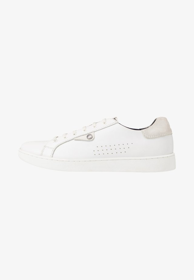 BUZZ - Sneakers laag - waxy white