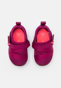 adidas Performance - FORTARUN KIDS NEXT SPORTS RUNNING SHOES UNISEX - Obuwie do biegania treningowe - power berry/signal pink/footwear white - 3
