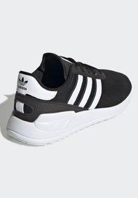 adidas Originals - LA TRAINER LITE SHOES - Trainers - core black/ftwr white/core black - 3