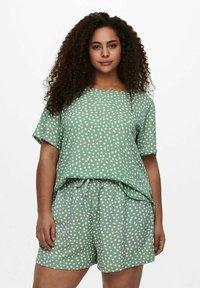 ONLY Carmakoma - CARLUXINA - Print T-shirt - chinois green - 0