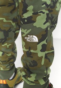 The North Face - MEDIUM - Pantaloni sportivi - olive - 4