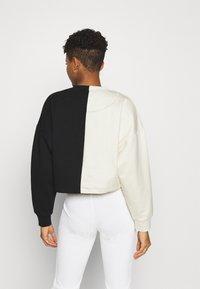 Karl Kani - SIGNATURE CROPPED BLOCK CREW - Sweatshirt - off white - 2