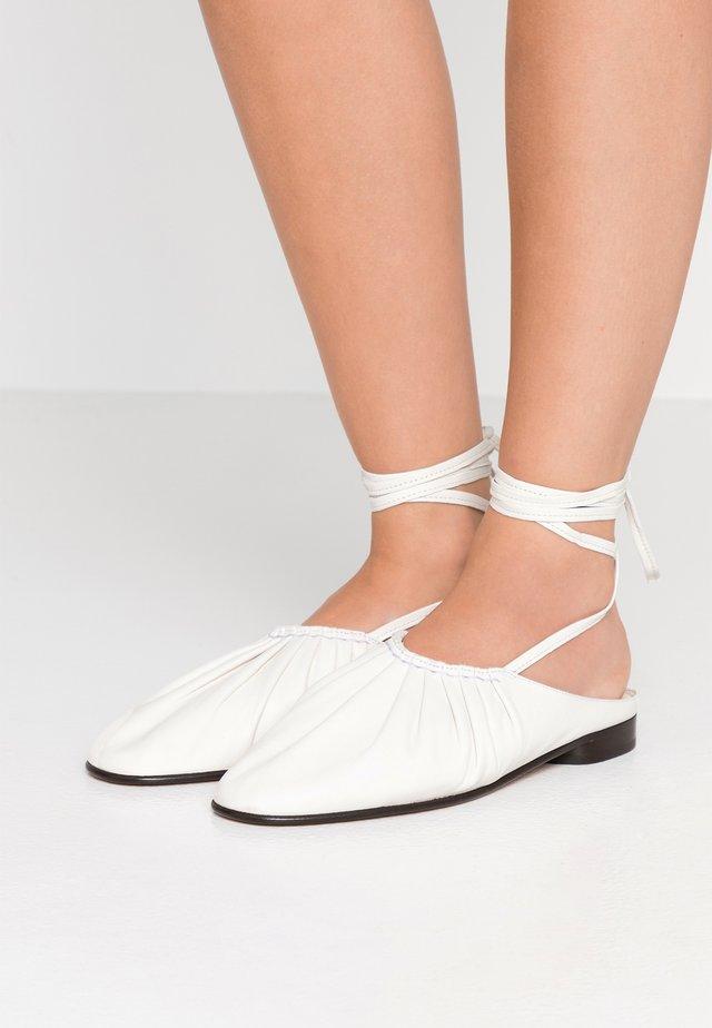 NADIA LACE UP BALLET - Ballerina's met enkelbandjes - ivory