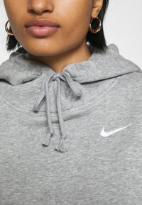 Nike Sportswear - HOODIE TREND - Felpa con cappuccio - dark grey heather/matte silver/white - 5