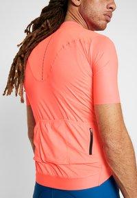 Craft - SURGE LUMEN - Print T-shirt - shock - 5