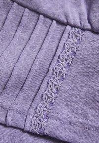 Lost Ink Petite - PINTUCK DETAIL CROP - Top - purple - 2