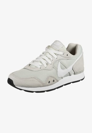 VENTURE RUNNER - Trainers - light bone / white