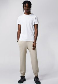 Tigha - COSMO - Tracksuit bottoms - vintage sand - 1