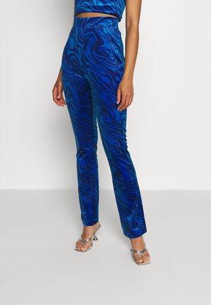 JOYPRINTED TROUSERS - Pantalon classique - blue wave print