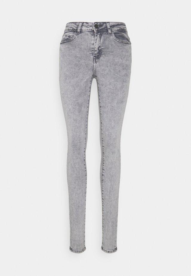 NMLUCY  - Jeansy Skinny Fit - light grey denim