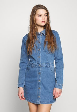 ONLCLEVA MEDI WAIST DRESS - Denim dress - medium blue denim