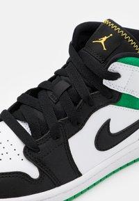 Jordan - 1 MID SE  - Basketbalové boty - white/laser orange/black/lucky green - 5