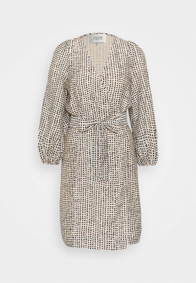 HAMPSHIRE WRAPDRESS - Korte jurk - parchment