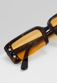 VOGUE Eyewear - GIGI HADID SOHO - Sunglasses - dark havana - 4