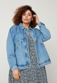 Zizzi - Denim jacket - light blue - 0