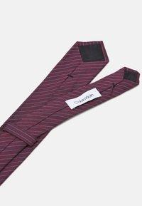 Calvin Klein - FINE SUIT STRIPE TIE - Tie - burgundy - 2