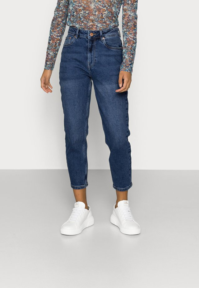 VMJOANA MOM - Jeans slim fit - medium blue denim