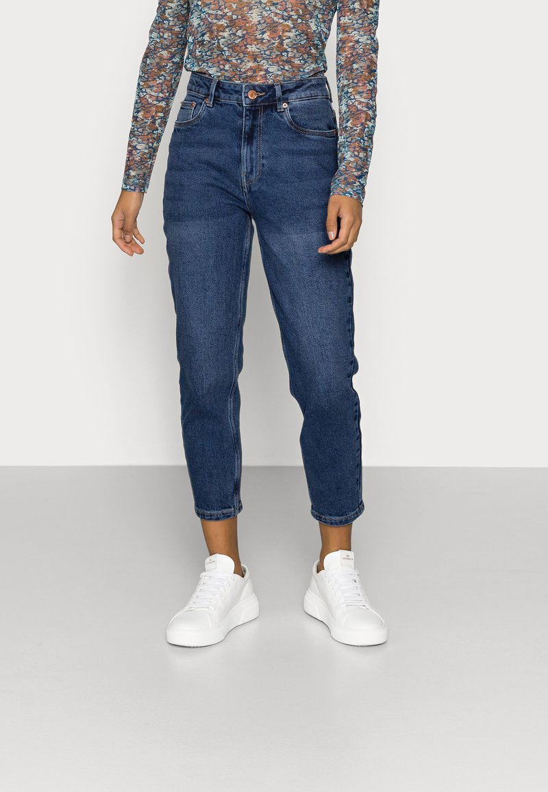 Vero Moda Petite - VMJOANA MOM - Slim fit jeans - medium blue denim