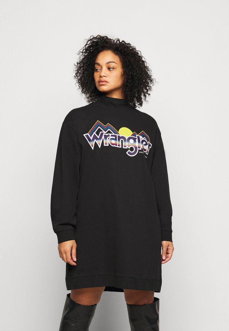 Wrangler Plus - HIGH NECK DRESS - Korte jurk - faded black