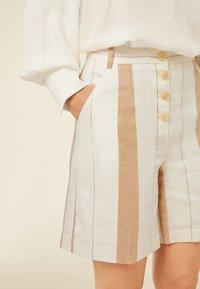 IVY & OAK - Shorts - beige - 2