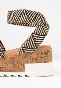 Steve Madden - BANDI - Platform sandals - black/tan - 2