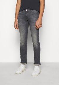 JOOP! Jeans - STEPHEN - Slim fit jeans - silver - 0