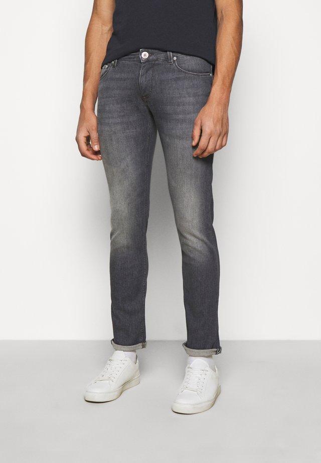 STEPHEN - Jeans slim fit - silver