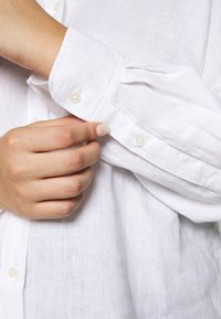 Lauren Ralph Lauren Woman - KARRIE LONG SLEEVE - Button-down blouse - white - 5