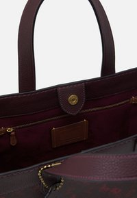 Coach - HORSE AND CARRIAGE TOTE - Handbag - oxblood cranberry - 2