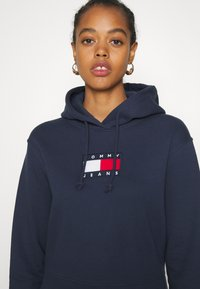 Tommy Jeans - FLAG HOODIE - Sweat à capuche - twilight navy - 4
