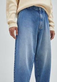 PULL&BEAR - Jeans Relaxed Fit - mottled dark blue - 3
