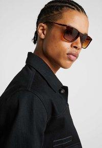 KIOMI - Sunglasses - brown/beige - 1