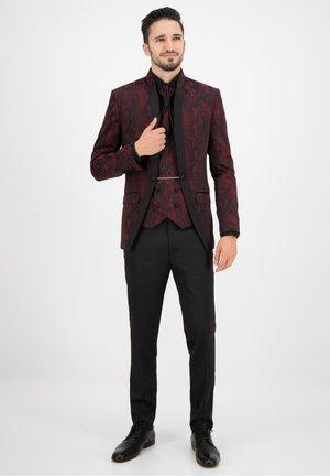 Suit - bordeaux