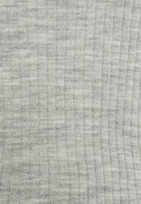 Selected Femme Petite - SLFCOSTA NEW DEEP UNECK - Neule - light grey melange - 5