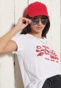 Superdry - VINTAGE LOGO - Print T-shirt - white - 1