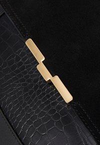 PARFOIS - CROSSBODY BAG  - Taška spříčným popruhem - black - 3