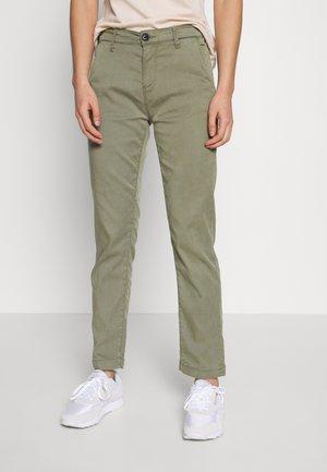 MAURA - Pantalon classique - thyme