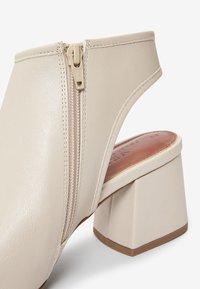Next - Sandales classiques / Spartiates - off white - 2