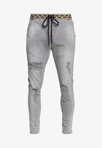 SIKSILK - ELASTICATED WAIST DISTRESSED - Zúžené džíny - grey - 3
