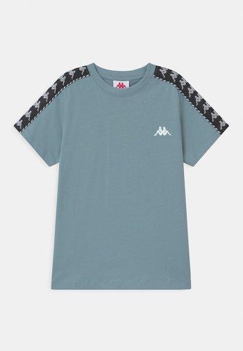 ILYAS UNISEX - Print T-shirt - ashley blue