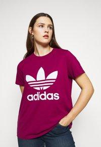 adidas Originals - TREFOIL TEE - Print T-shirt - powber/white - 4