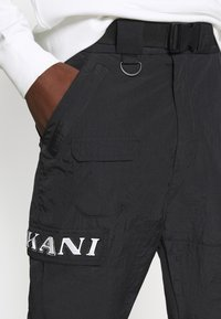 Karl Kani - RETRO  PANTS CRINKLE - Cargo trousers - black - 6