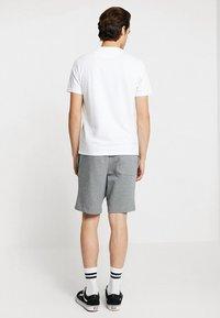 Lyle & Scott - Shorts - mid grey marl - 2