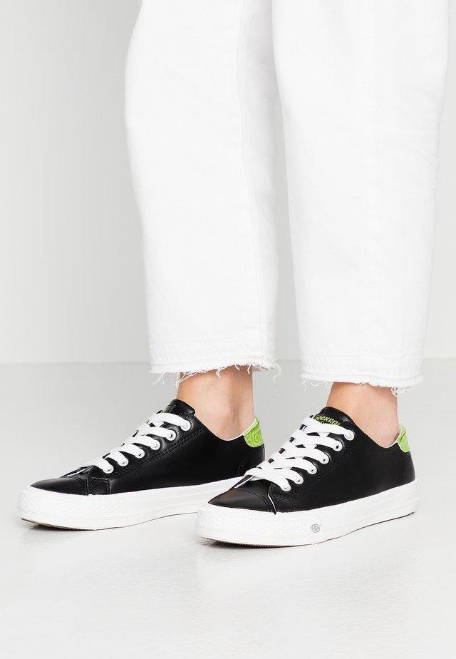 Sneakersy niskie - schwarz/grün