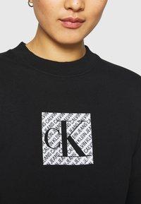 Calvin Klein Jeans - HOLOGRAM LOGO CREW NECK - Sweatshirt - black - 5