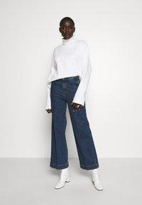 Selected Femme Tall - SLFGENE SPRUCE - Flared-farkut - dark blue denim - 1