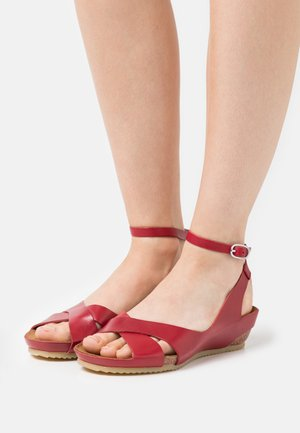 TOKI - Wedge sandals - rouge